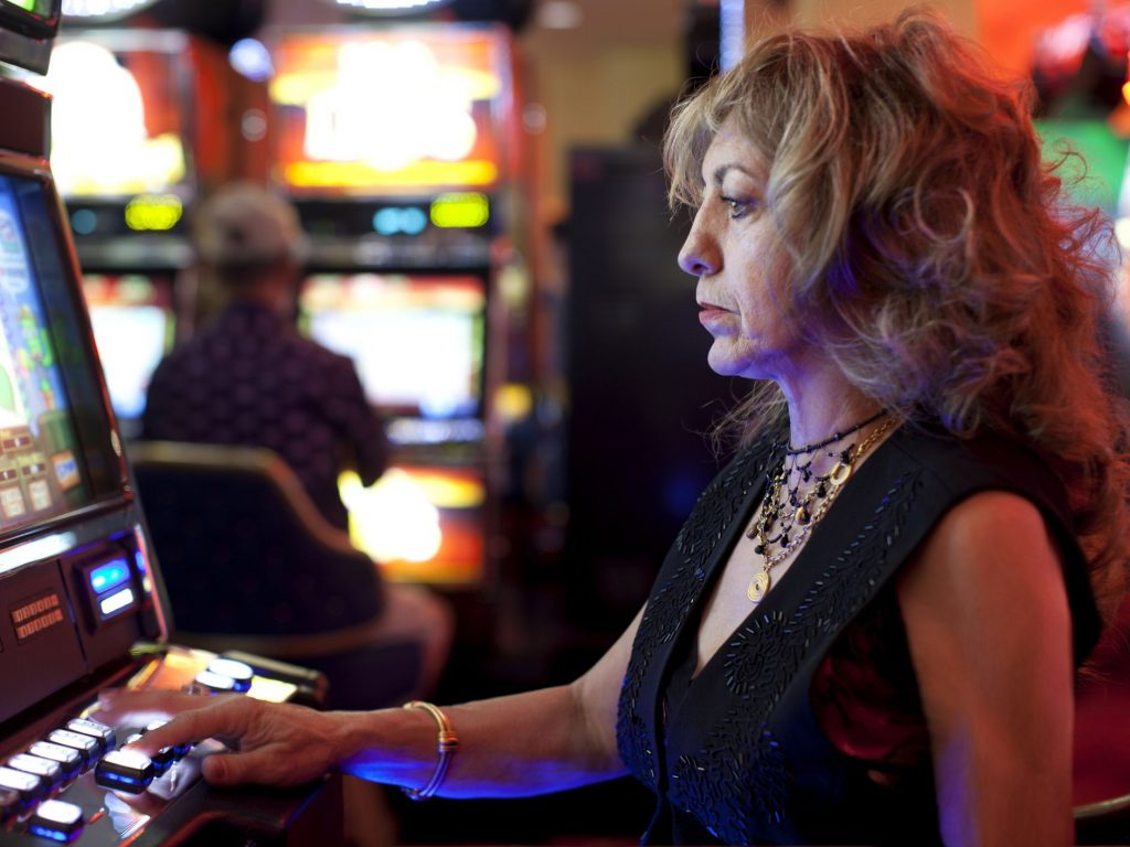 Playing free slots casino games online